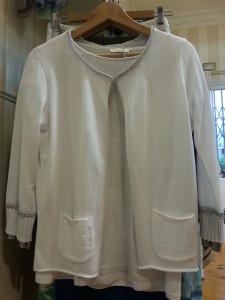 Camiseta y chaqueta en algodón con detalles en plata